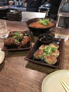 Platos comida asiática Mok Bar, New York