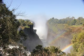 Cataratas Victoria y arco iris