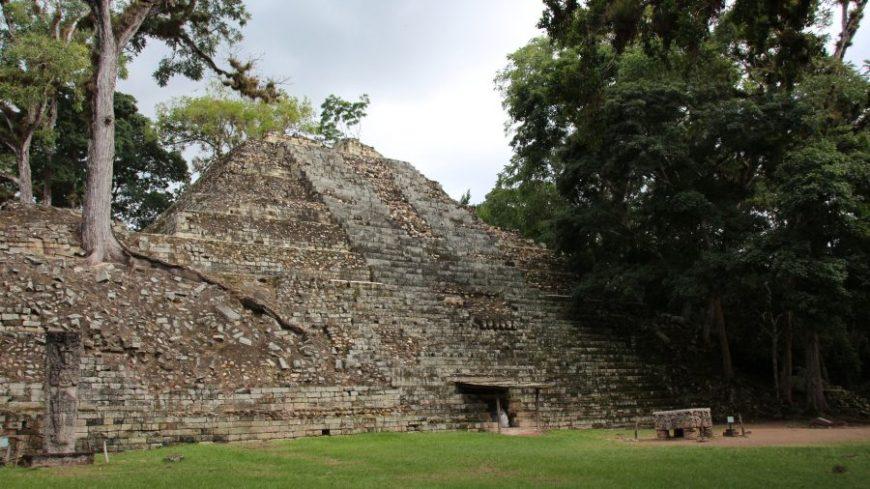 Pirámide pequeña en Copán