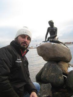 Posando junto a La Sirenita, Copenhague