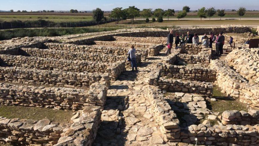 Caminando entre los antiguos muros