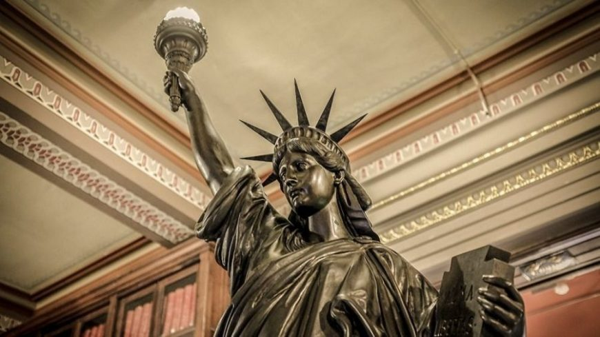 estatua libertad biblioteca arus