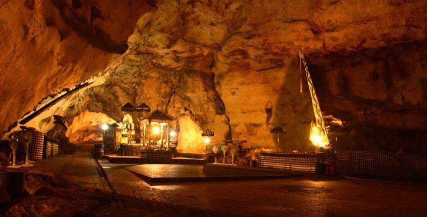 Pura Goa Giri Putri, el mejor templo que ver en Nusa Penida