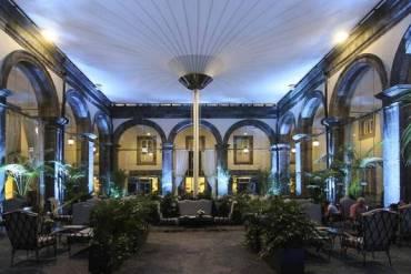 Hotel Palazzo Caracciolo blindatissimo per l'arrivo del Real Madrid