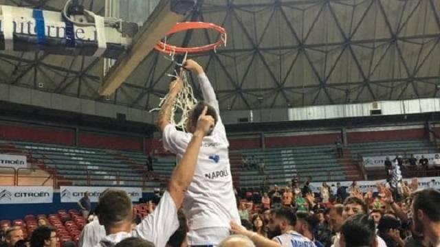 Cuore Napoli Basket vola in serie A2, battuto Bergamo 64 a 59, dopo una gara sofferta ma vinta meritatamente.