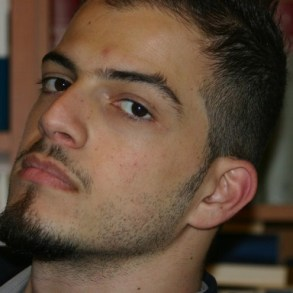 Emanuele Cerullo, nato e cresciuto a Scampia, quartiere di Napoli, poeta per amore, è un caso mediatico