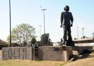 Gran estatua dedicada a Che Guevara en el Parque Irigoyen de Rosario (prov. Santa Fe) (http://www.rosarioturismo.com/es/articulos/articulos.php?c=2&s=30&art=51)