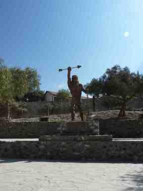 """Monumento a los """"guerreros calchaquíes"""", que se enfrentaron al domnio inca, primero, y español, después, en Cachi (prov. Salta, 2014)"""