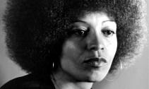 Angela Davis (1944-). Fotografía de Photograph Everett Collection Rex (1974)