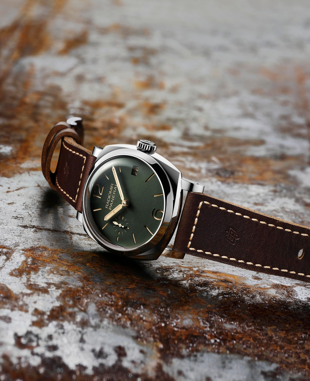 PAM00736_GREEN DIAL_ANIMATION_BACKWALL