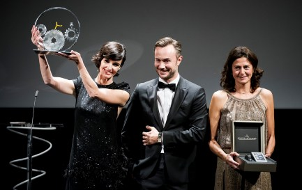 SAN SEBASTIAN, SPAIN - SEPTEMBER 23: Paz Vega recieves from Nicolas Siriez and Mercedes Canos the Jaeger-LeCoultre 'Latin Cinema Award' at Victoria Eugenia Theatre on September 23, 2017 in San Sebastian, Spain (Photo by Juan Naharro / Getty Images for Jaeger-LeCoultre)