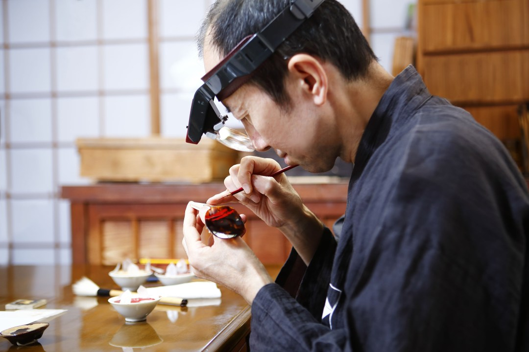 012 - Master Minori Koizumi finalizing the Urushi year of the dog dials copy