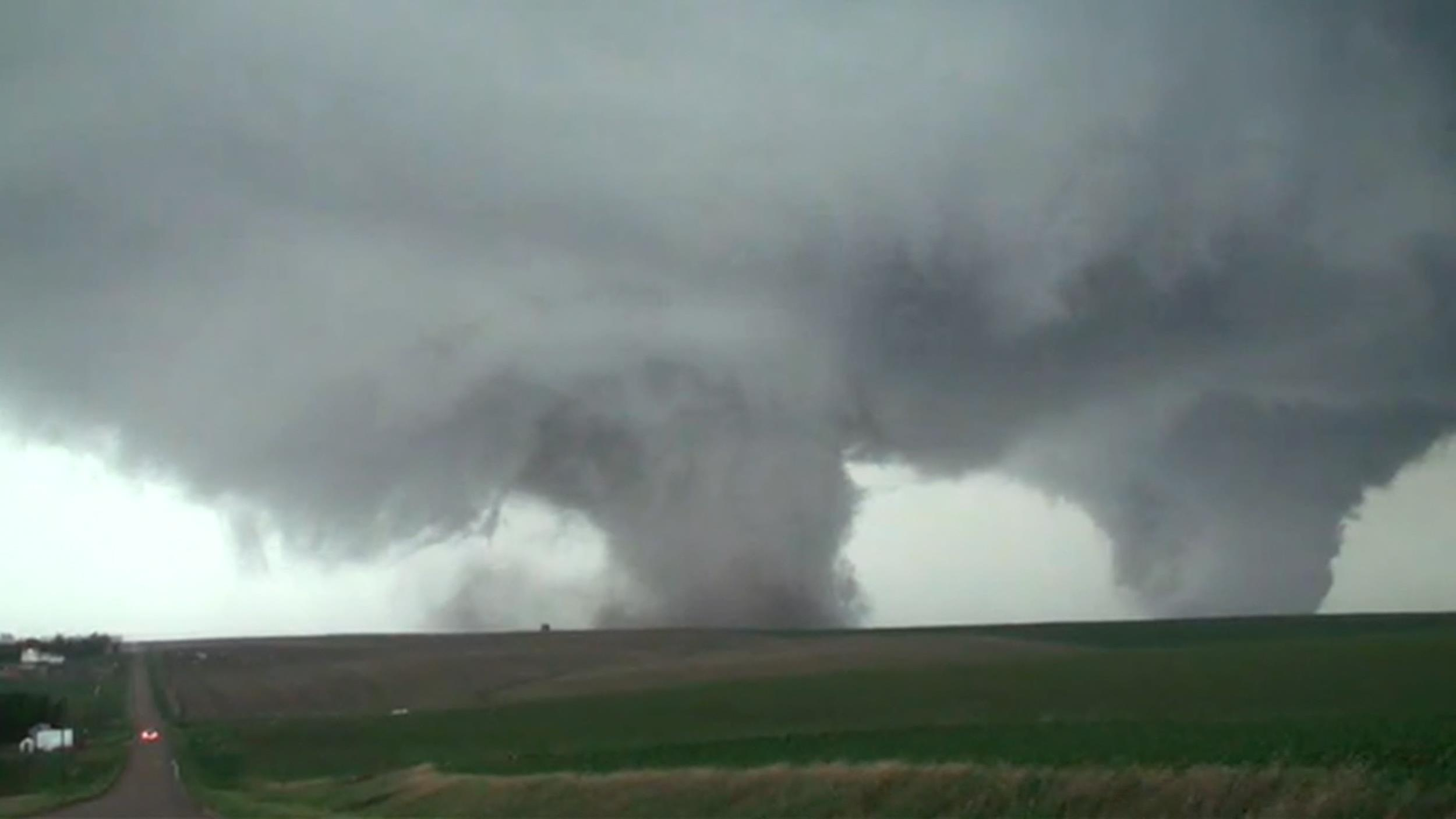 Video Two Tornadoes Touch Down At The Same Time In