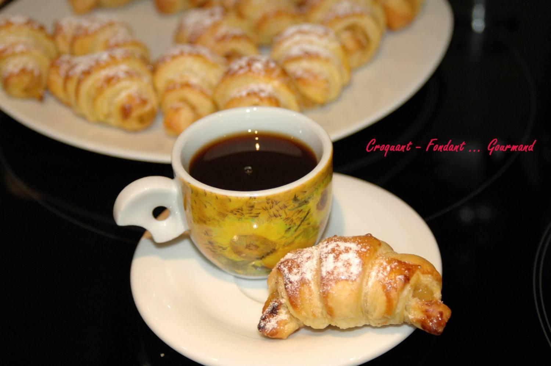 Croissants fourrés à la pomme - novembre 2009 045 copie