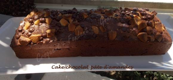 Cake chocolat-pâte d'amandes DSCN5102