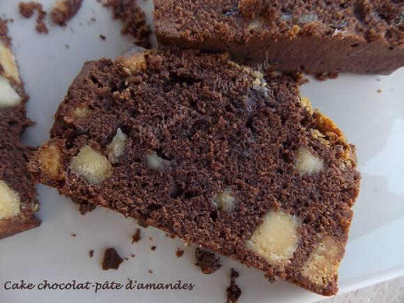 Cake chocolat-pâte d'amandes DSCN5114