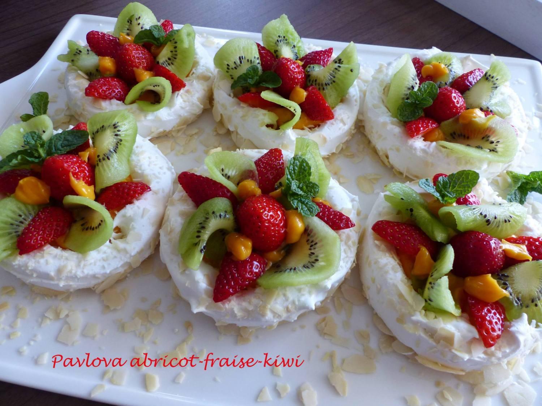 Pavlova abricot-fraise-kiwi P1170024 R