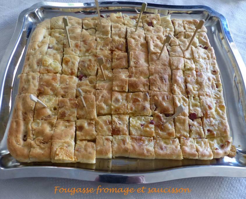 Fougasse fromage et saucisson P1170713 R