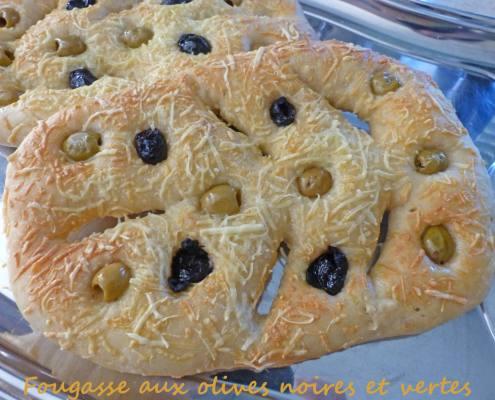 Fougasse aux olives noires et vertes P1250333 R
