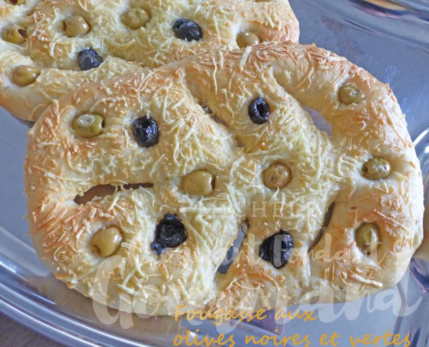 Fougasse aux olives noires et vertes P1250335 R