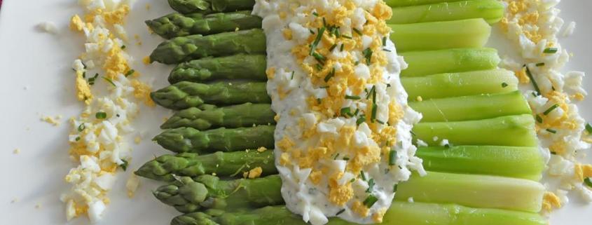 Asperges mimosa et sauce au fromage blanc P1010028 R (Copy)