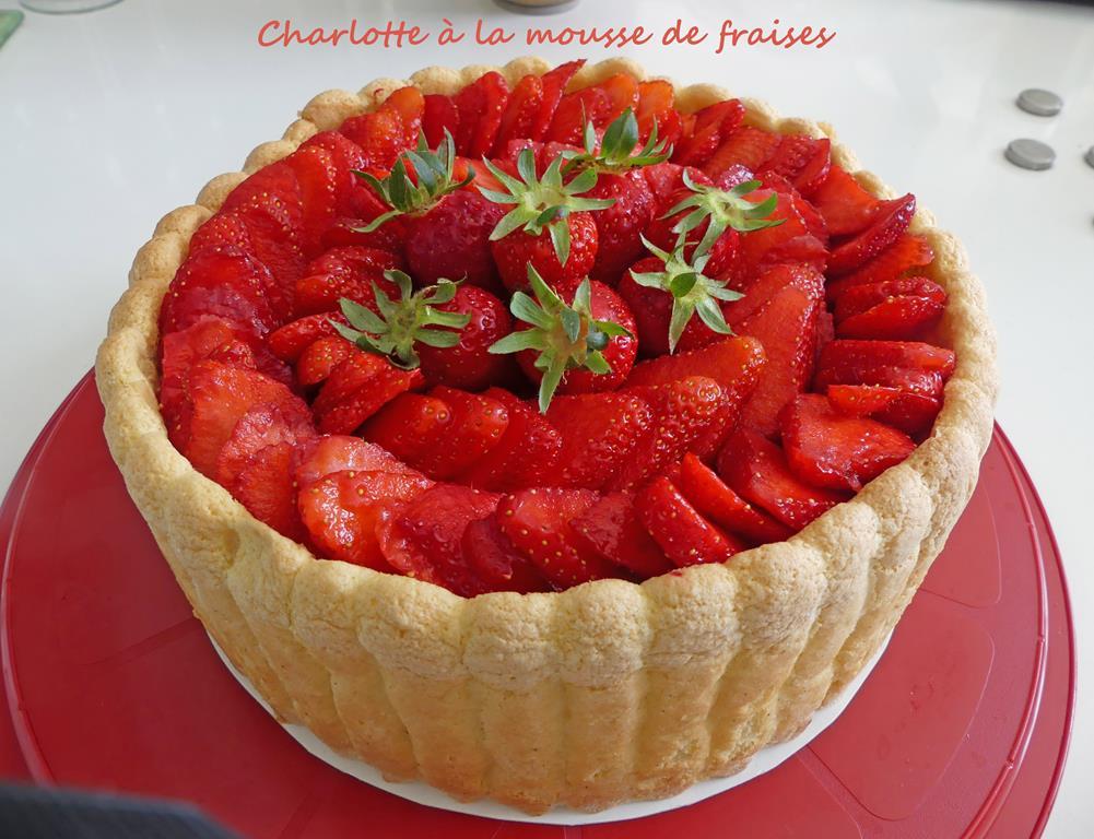 Charlotte à la mousse de fraises P1010434 R (Copy)