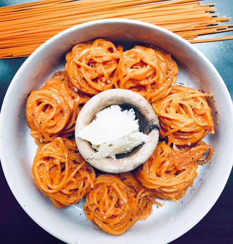 Spaghettis de quinoa à la sauce aux poivrons rouges