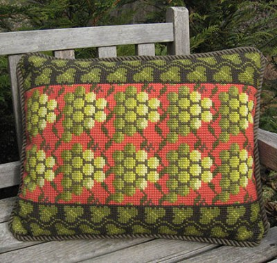 Grape Pattern in red and green