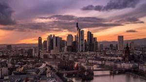 Frankfurter-Skyline-goldene-Stunde