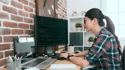 codingする女性