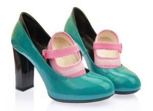 walking safely in high heels while crossdressing baby steps