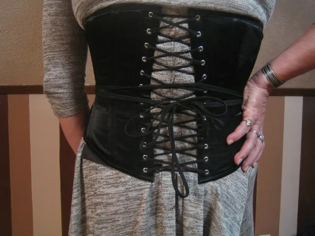 Wearing a Corset for Crossdressing: Fully Cinched Corset