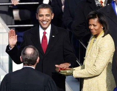 Barack Hussein Obama sworn in as President of the US, Lincoln Bible held by Mrs. Obama