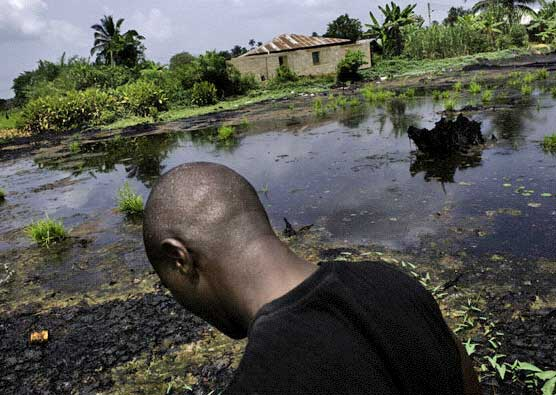 Oil spill in the village of Ikarama, Bayelsa State, Nigeria, 7 February 2008  © Kadir van Lohuizen/NOOR