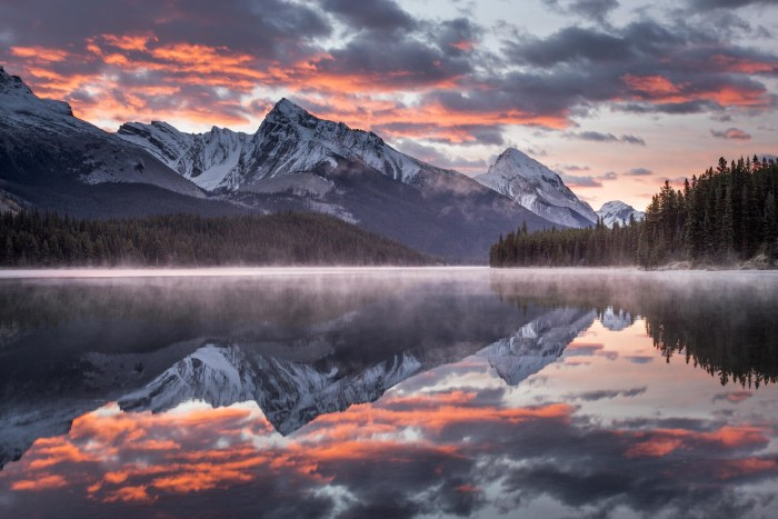 Sunrise Maligne Lake, Alberta