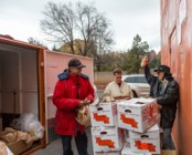Loading produce in Sedona, December photo by Jackie Klieger