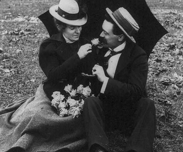 He Loves Me, She Loves Me Not, 1923