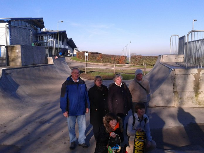 Crowborough Town Councillors (Ron Reed, Wendy Scrace & Kay Moss), with Operations Manager David Foot.  In the photo: Kyle Anderson, Lewie Hode and Harvey Nicholson using the half-pipe