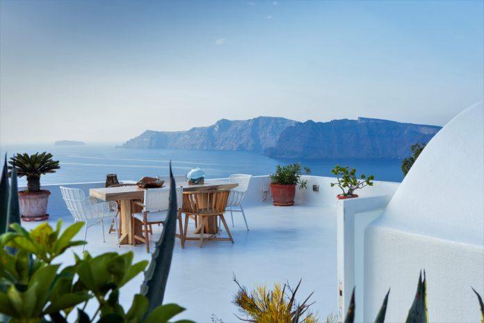 Les investisseurs immobiliers flanchent pour Santorin
