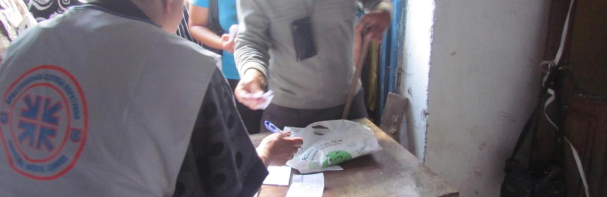 Волонтеры раздавали одежду жителям прифронтовых сел под Мариуполем, - ФОТОРЕПОРТАЖ