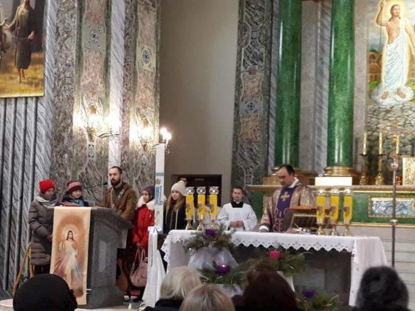 Дети из расстрелянного поселка Широкино спели в старейшем костеле Киева (ФОТО+ВИДЕО)