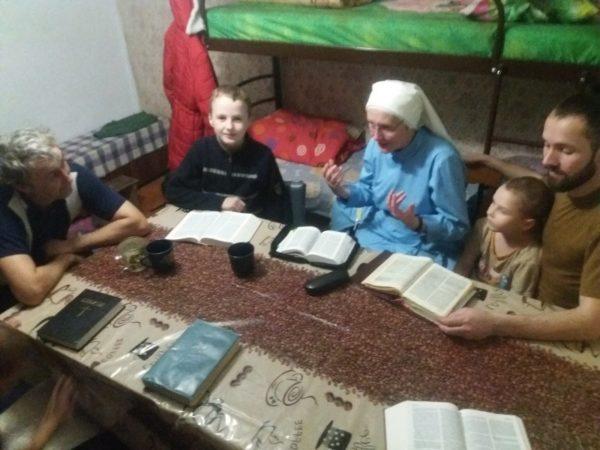 Божі парадокси на Донбасі – свідоцтво сестри канонічки про служіння в ХСП