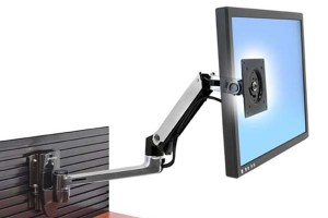 Bar mounting for display screens
