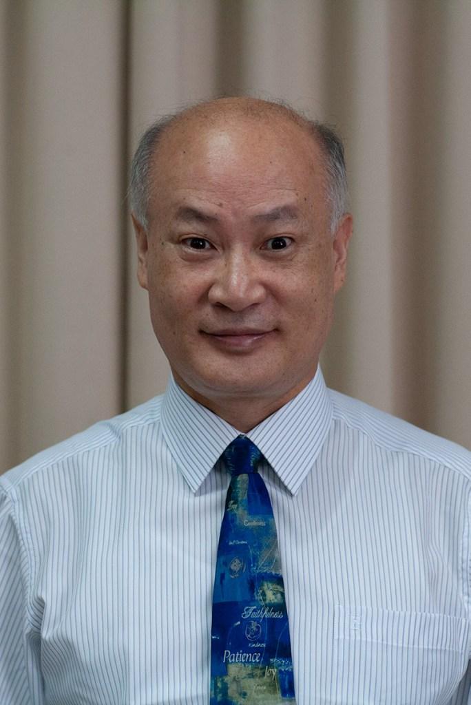 黃秉珣牧師(Rev. James B.S. Hwang)
