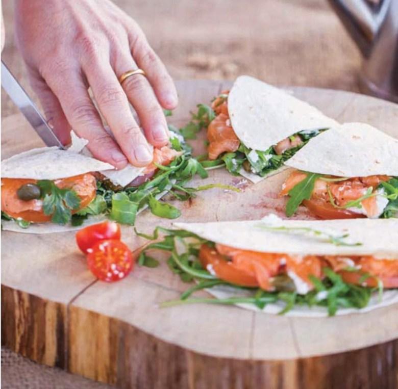 Piadina. Carpaccio de salmão.