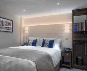 ms Grace - Loft Cabin Room