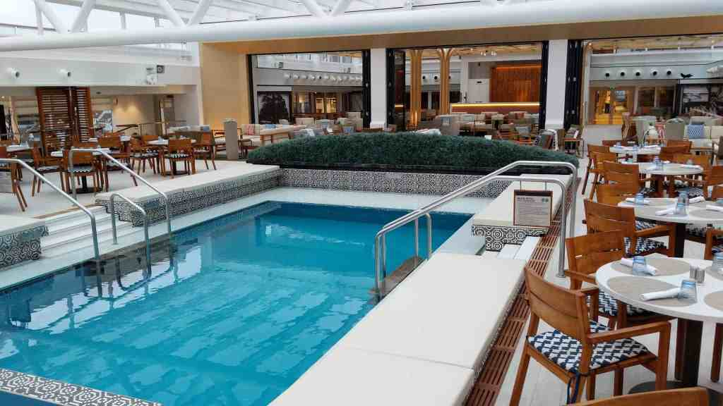 Pool deck on Viking Sky