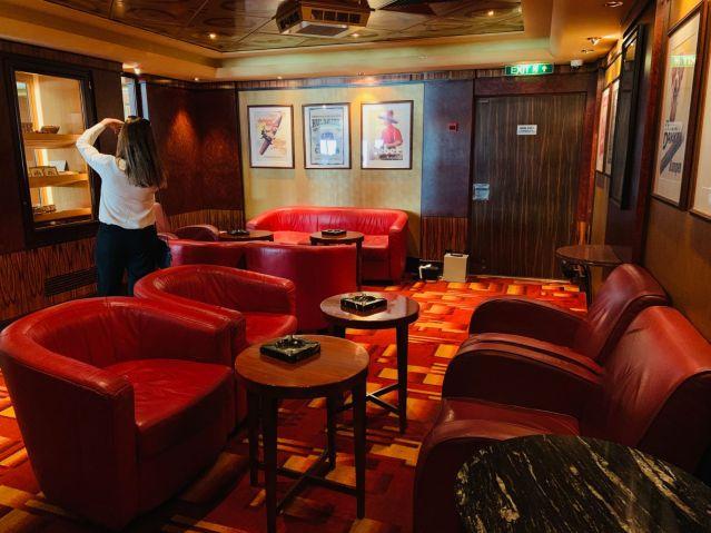 cigar lounge aboard norwegian jade