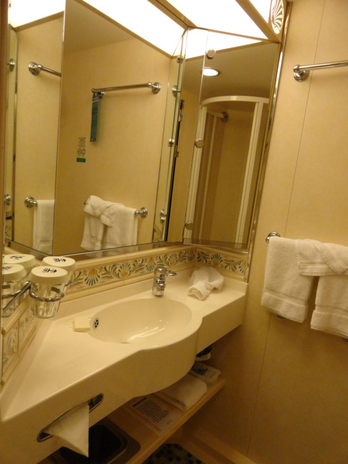 Toilette auf der Navigator of the Seas in der Balkonkabine