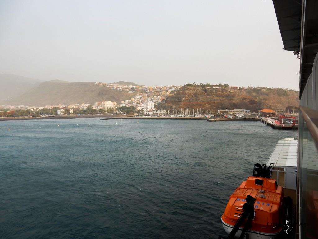 Ankunft des Kreuzfahrtschiffes Mein Schiff 4 auf La Gomera in San Sebastian